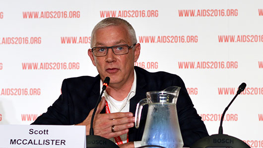 Scott McCallister, en su intervención en AIDS 2016. Foto: Jan Brittenson, hivandhepatitis.com